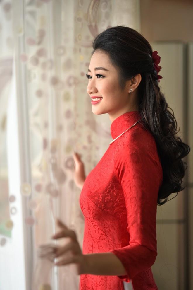 Cùng diện áo dài đỏ ngày ăn hỏi, Diệp Lâm Anh, HH Thu Thảo và Hà Tăng lại chọn 3 phong cách hoàn toàn khác nhau - Ảnh 12.
