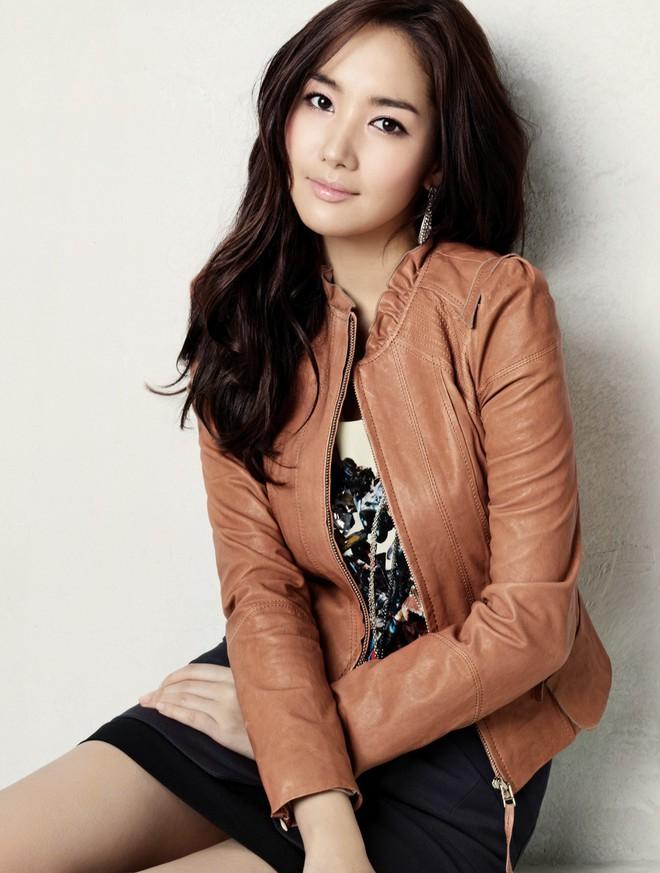 Vừa được khen nhan sắc thẩm mỹ đỉnh cao, Park Min Young đã lộ cằm dài nhọn bất thường trong phim mới - Ảnh 5.
