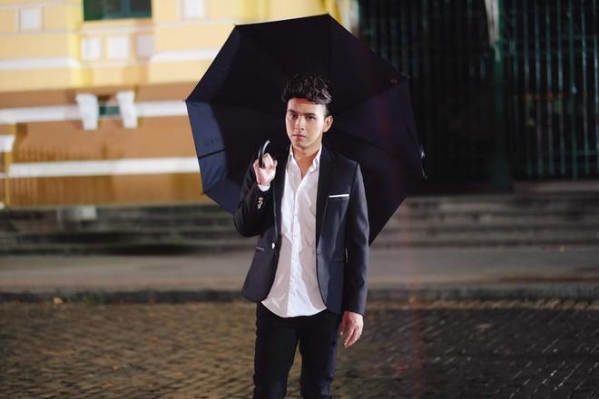 Hồ Quang Hiếu dầm mưa suốt đêm để chiều lòng fan hâm mộ - Ảnh 3.