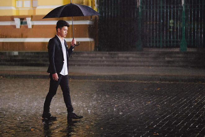 Hồ Quang Hiếu dầm mưa suốt đêm để chiều lòng fan hâm mộ - Ảnh 5.