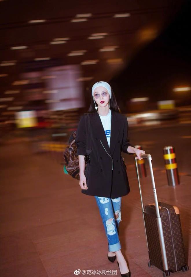 Nữ hoàng thảm đỏ Phạm Băng Băng tất bật ra sân bay lúc 2h sáng để chuẩn bị đến với  LHP Cannes - Ảnh 1.