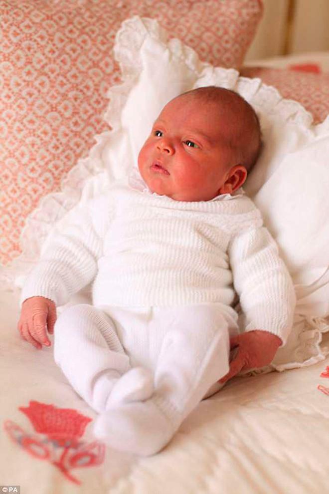 Tiết lộ vận mệnh tương lai của Hoàng tử út Louis, sẽ khác biệt với anh trai George - Ảnh 1.