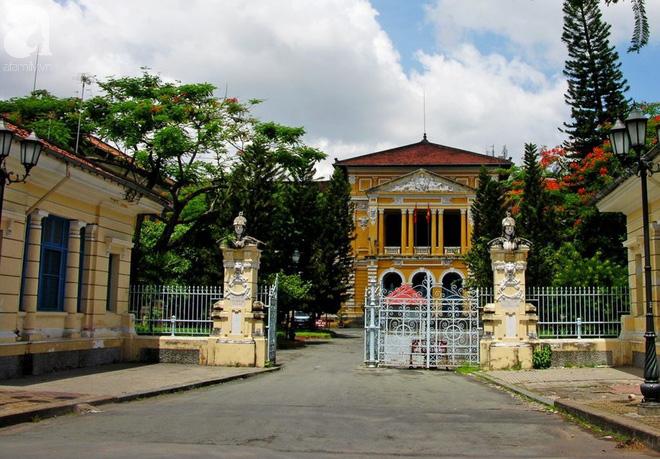Đang xét xử giám đốc thẩm vụ Nguyễn Khắc Thủy dâm ô trẻ em ở Vũng Tàu được hưởng 18 tháng tù treo gây bức xúc dư luận - Ảnh 1.