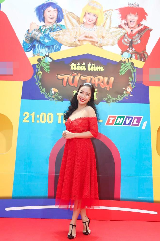 Ốc Thanh Vân diện váy đỏ rạng rỡ, rủ rê Đại Nghĩa cưa sừng làm nghé - Ảnh 1.