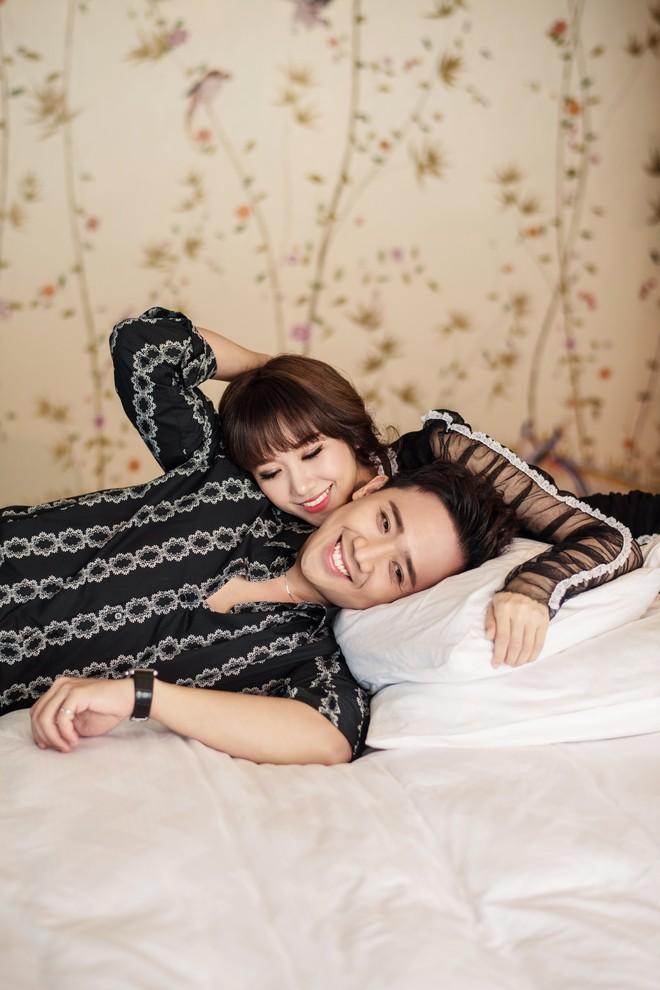 Trấn Thành - Hari Won tung bộ ảnh kỉ niệm 17 tháng hôn nhân viên mãn trong sóng gió - Ảnh 3.