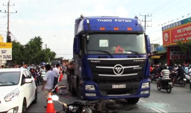Tai nạn kinh hoàng: Thai phụ nguy kịch, đứa bé văng ra khỏi bụng mẹ vì bị container cán qua người  - Ảnh 1.