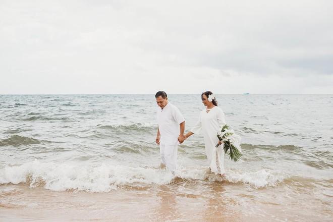 Ảnh cưới vui chất ngất của cặp đôi U50 đã sống thật 35 năm hạnh phúc lại có 2 phù dâu siêu đặc biệt - Ảnh 8.
