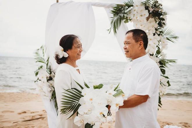Ảnh cưới vui chất ngất của cặp đôi U50 đã sống thật 35 năm hạnh phúc lại có 2 phù dâu siêu đặc biệt - Ảnh 3.