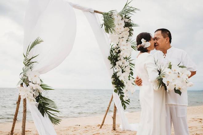 Ảnh cưới vui chất ngất của cặp đôi U50 đã sống thật 35 năm hạnh phúc lại có 2 phù dâu siêu đặc biệt - Ảnh 2.