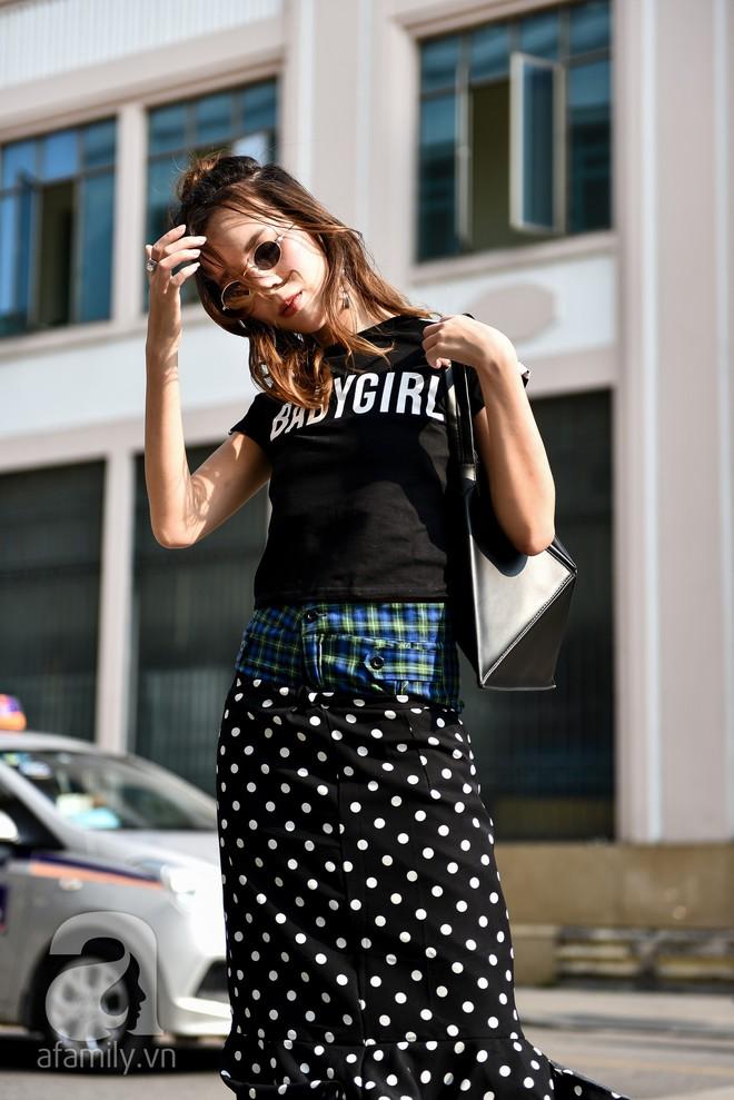 Mốt váy hạ cạp của Chi Pu được ứng dụng ngay trong street style của các quý cô miền Bắc tuần này - Ảnh 2.