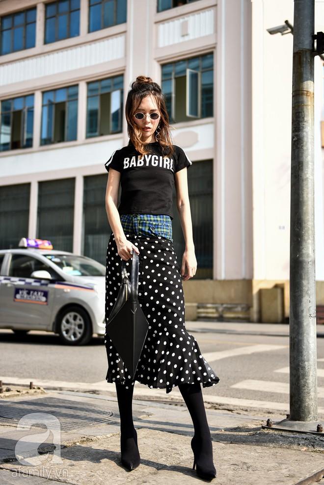 Mốt váy hạ cạp của Chi Pu được ứng dụng ngay trong street style của các quý cô miền Bắc tuần này - Ảnh 3.