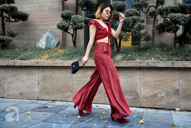 Mốt váy hạ cạp của Chi Pu được ứng dụng ngay trong street style của các quý cô miền Bắc tuần này - Ảnh 10.