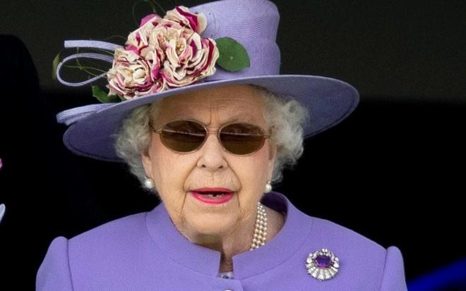 Ai cũng thắc mắc tại sao gần đây Nữ hoàng Anh liên tục đeo kính râm, thì ra là vì lý do này đây - Ảnh 3.