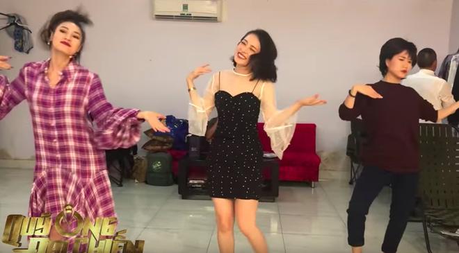 Cười ngất trước cảnh Chi Pu dạy Lan Ngọc - Lâm Vỹ Dạ nhảy múa - Ảnh 9.