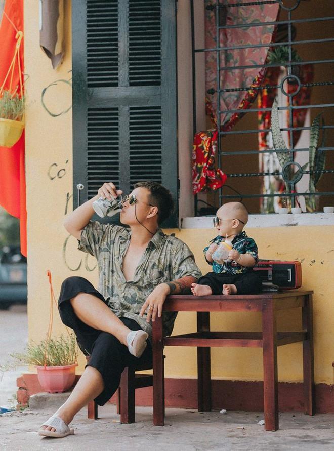 Chụp ảnh với con gái nhưng cư dân mạng lại cứ tưởng ông bố này tạo dáng cùng con trai vì biểu cảm siêu ngầu - Ảnh 4.