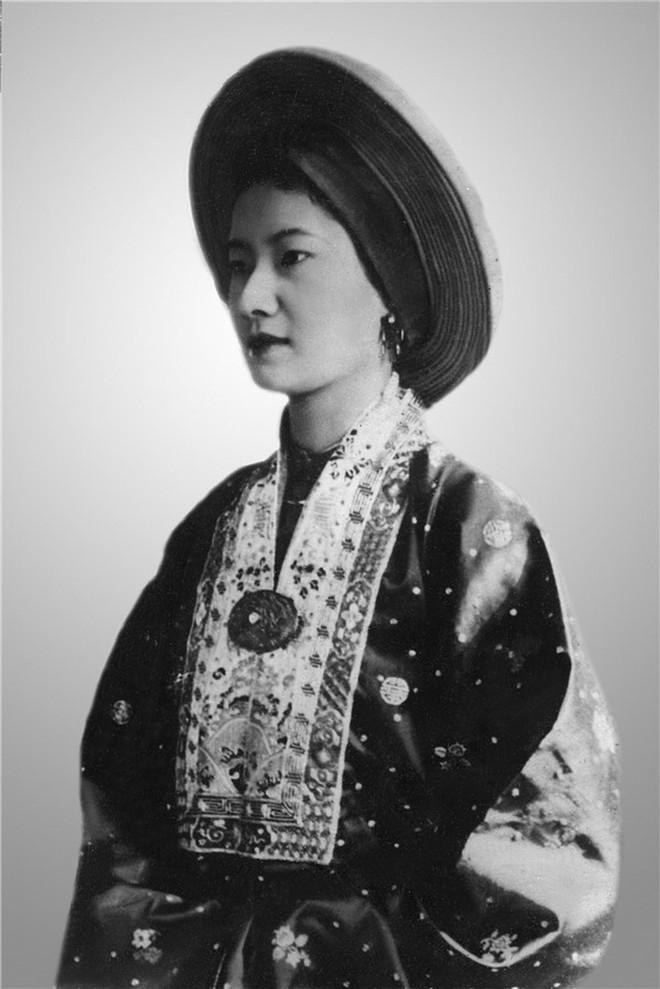 Bức thư gửi bồ nhí của chồng và cách ghen đầy kiêu hãnh của Nam Phương Hoàng hậu - Ảnh 1.