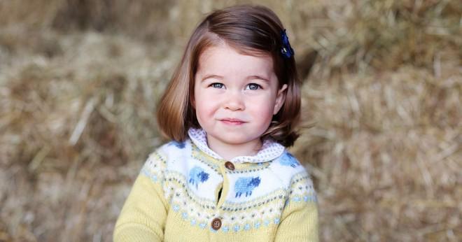 Chả trách Công chúa Charlotte lại có thần thái xuất chúng đến như vậy, hóa ra cô bé chính là bản sao hoàn hảo của Nữ hoàng - Ảnh 4.