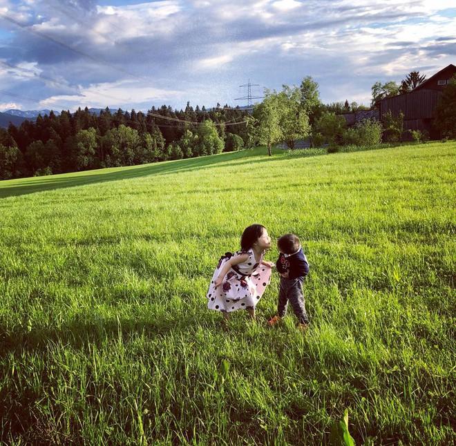 Gặp ông bố một mình lái xe 4.500km đưa 2 con và vợ chu du 9 nước Châu Âu trong 21 ngày - Ảnh 20.