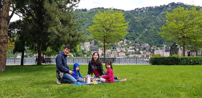 Gặp ông bố một mình lái xe 4.500km đưa 2 con và vợ chu du 9 nước Châu Âu trong 21 ngày - Ảnh 5.