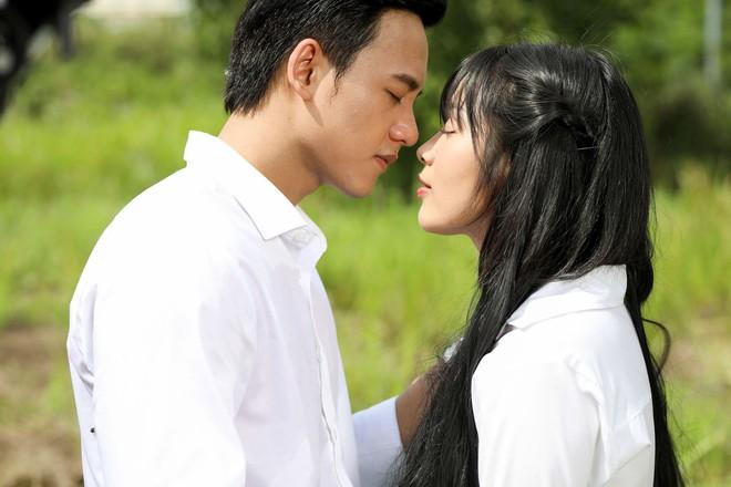 Cuối cùng Mai Tài Phến cũng cướp nụ hôn đầu đời của em gái mưa - Ảnh 5.