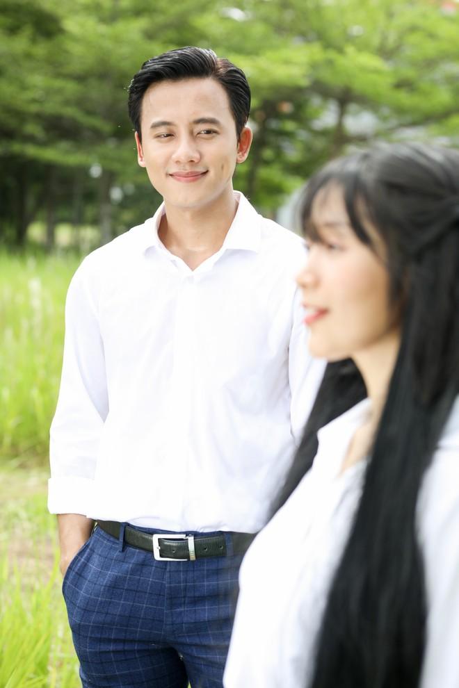 Cuối cùng Mai Tài Phến cũng cướp nụ hôn đầu đời của em gái mưa - Ảnh 1.