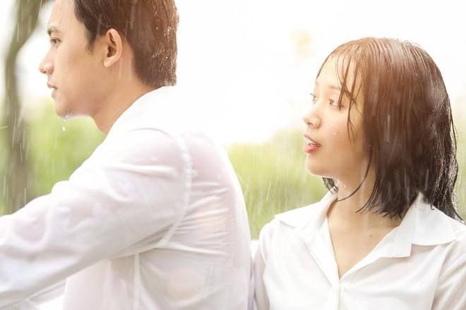 Cuối cùng Mai Tài Phến cũng cướp nụ hôn đầu đời của em gái mưa - Ảnh 7.