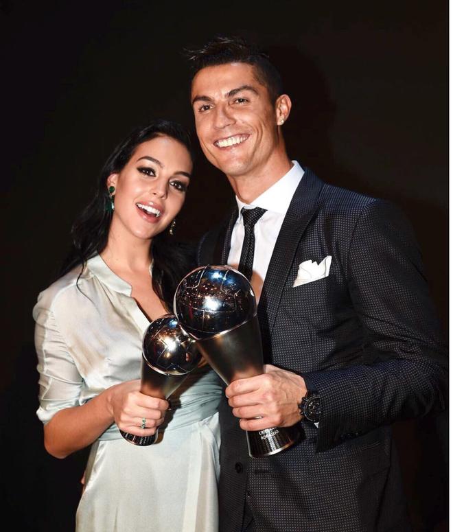 Dù danh sách bạn gái cũ và tình một đêm của Ronaldo đủ lập vài đội bóng nhưng 2 mối tình này thì khắc cốt ghi tâm - Ảnh 11.