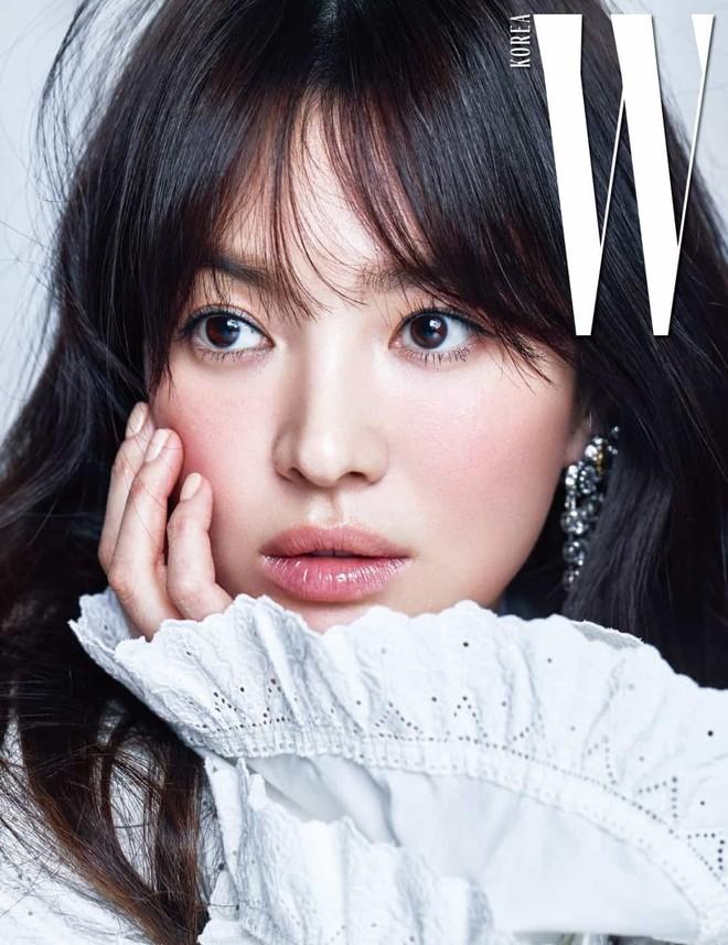 Nhan sắc Song Hye Kyo và nữ chính tin đồn Hậu Duệ Mặt Trời Nhã Phương: Chưa nhận vai đã bị đặt lên bàn cân - Ảnh 1.
