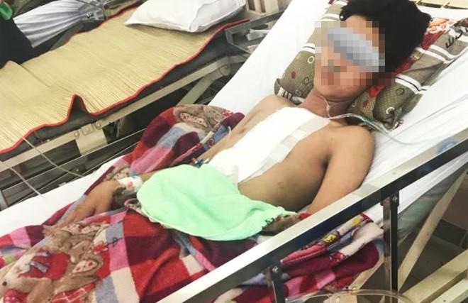 Nửa đêm, chàng trai 19 tuổi ở TP.HCM bị đâm thủng tim, phổi - Ảnh 1.