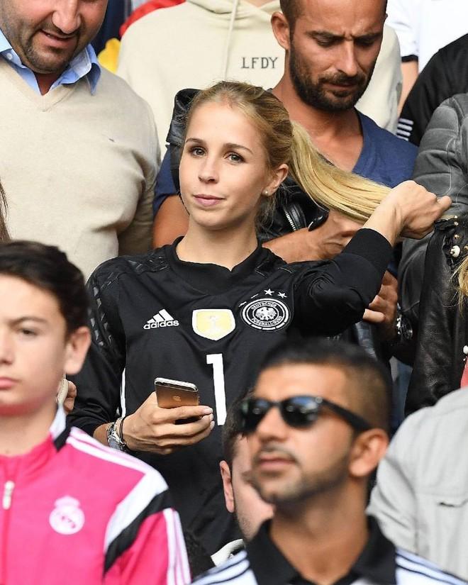 Triệu trái tim tan vỡ vì trai đẹp của đội tuyển Đức - Manuel Neuer đã là chồng người ta rồi! - Ảnh 9.
