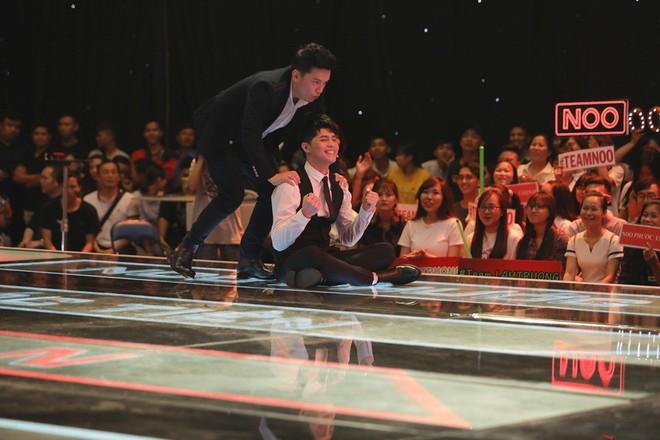 Lam Trường - Noo Phước Thịnh ngồi bệt trên sân khấu, Thu Phương dùng thủ đoạn để giành cô gái xinh đẹp - Ảnh 3.