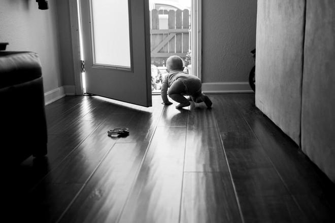 Dũng cảm chụp ảnh chính mình, bà mẹ muốn cả thế giới thấy sự thật trần trụi trong năm đầu làm mẹ - Ảnh 6.