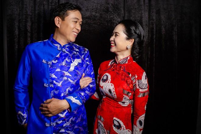 Mẹ chồng Lan Hương tình cảm khâu áo cho ông xã Đỗ Kỷ trong hậu trường - Ảnh 3.