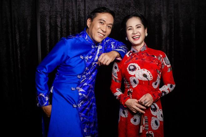 Mẹ chồng Lan Hương tình cảm khâu áo cho ông xã Đỗ Kỷ trong hậu trường - Ảnh 4.