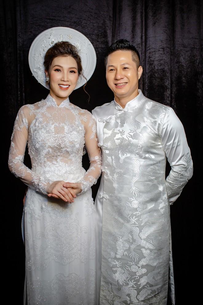 Mẹ chồng Lan Hương tình cảm khâu áo cho ông xã Đỗ Kỷ trong hậu trường - Ảnh 10.