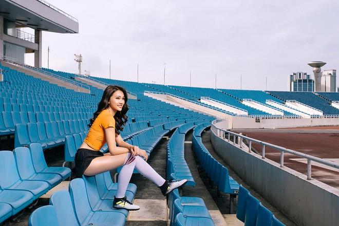 Ngọc Nữ  - cô gái có gương mặt đẹp nhất Hoa hậu Hoàn vũ Việt Nam 2017 - gây bất ngờ khi sang tận Nga cổ vũ tuyển Anh mùa World Cup - Ảnh 13.