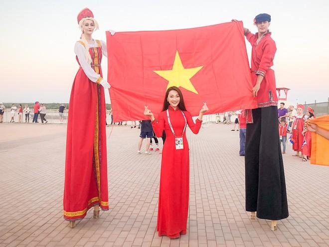 Ngọc Nữ  - cô gái có gương mặt đẹp nhất Hoa hậu Hoàn vũ Việt Nam 2017 - gây bất ngờ khi sang tận Nga cổ vũ tuyển Anh mùa World Cup - Ảnh 6.