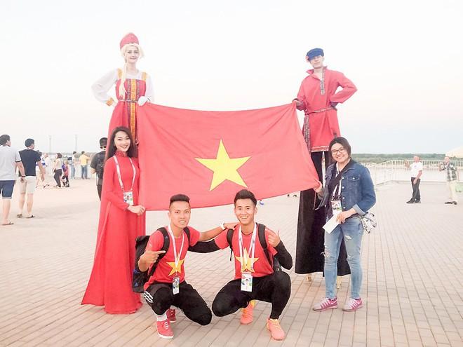 Ngọc Nữ  - cô gái có gương mặt đẹp nhất Hoa hậu Hoàn vũ Việt Nam 2017 - gây bất ngờ khi sang tận Nga cổ vũ tuyển Anh mùa World Cup - Ảnh 8.