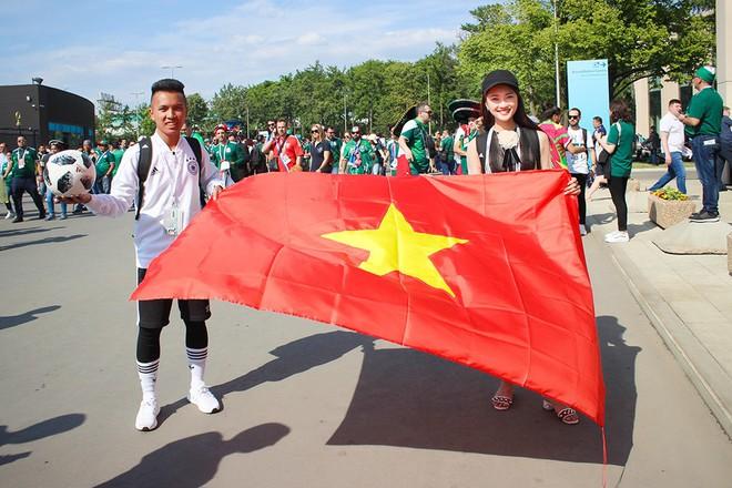Ngọc Nữ  - cô gái có gương mặt đẹp nhất Hoa hậu Hoàn vũ Việt Nam 2017 - gây bất ngờ khi sang tận Nga cổ vũ tuyển Anh mùa World Cup - Ảnh 9.