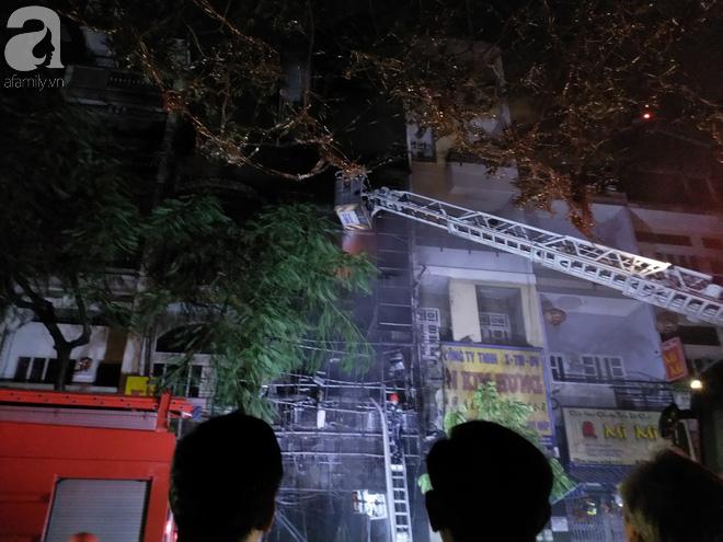 Hiện trường vụ cháy kinh hoàng khiến căn nhà 5 tầng ở Sài Gòn bị thiêu rụi ngay trong đêm - Ảnh 5.