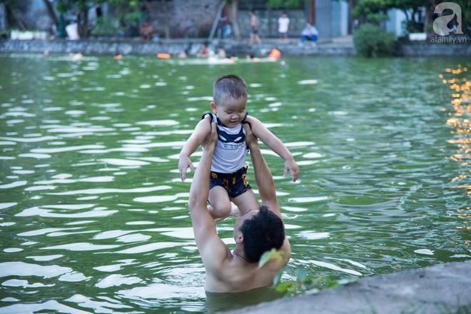 Quốc Oai: Cận cảnh ao làng nghìn năm tuổi thành bể bơi cho trẻ em mỗi chiều hè - Ảnh 9.