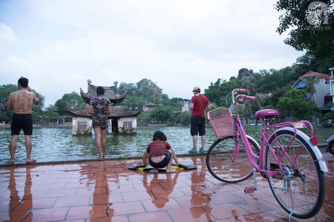 Quốc Oai: Cận cảnh ao làng nghìn năm tuổi thành bể bơi cho trẻ em mỗi chiều hè - Ảnh 10.