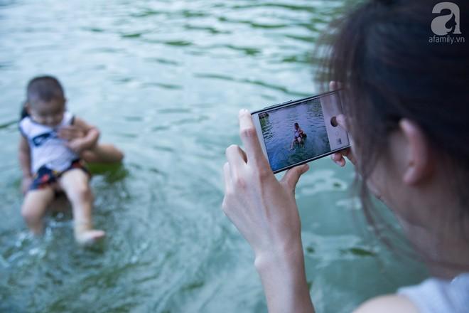 Quốc Oai: Cận cảnh ao làng nghìn năm tuổi thành bể bơi cho trẻ em mỗi chiều hè - Ảnh 8.