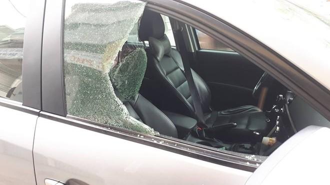Clip: Trộm liều lĩnh đập kính, chôm đồ trên ô tô nhanh như chớp - Ảnh 4.