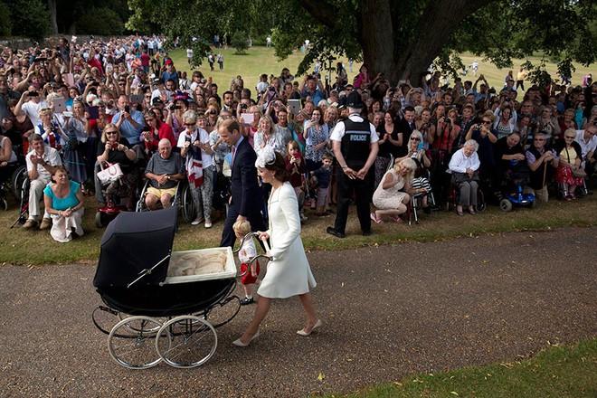 Tiết lộ một số nét đặc biệt trong lễ rửa tội của Hoàng tử Louis sắp diễn ra - Ảnh 3.
