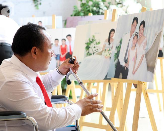 41 cặp đôi khuyết tật vỡ òa hạnh phúc trong đám cưới tập thể tại Hà Nội - Ảnh 5.