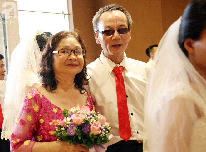 41 cặp đôi khuyết tật vỡ òa hạnh phúc trong đám cưới tập thể tại Hà Nội - Ảnh 7.