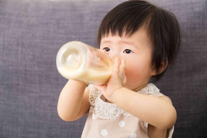 Khi bé trên 1 tuổi, mẹ hoàn toàn có thể cho con dùng loại sữa này - Ảnh 2.