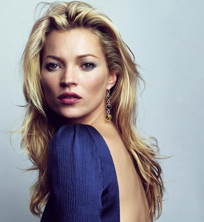 Kate Moss trở thành siêu mẫu đắt giá nhất nước Anh giữ dáng bằng những cách này - Ảnh 1.
