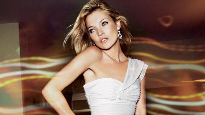 Kate Moss trở thành siêu mẫu đắt giá nhất nước Anh giữ dáng bằng những cách này - Ảnh 2.